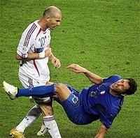 капитан сборной Франции Зинедин Зидан был назван лучшим игроком завершившегося чемпионата мира-2006 в Германии